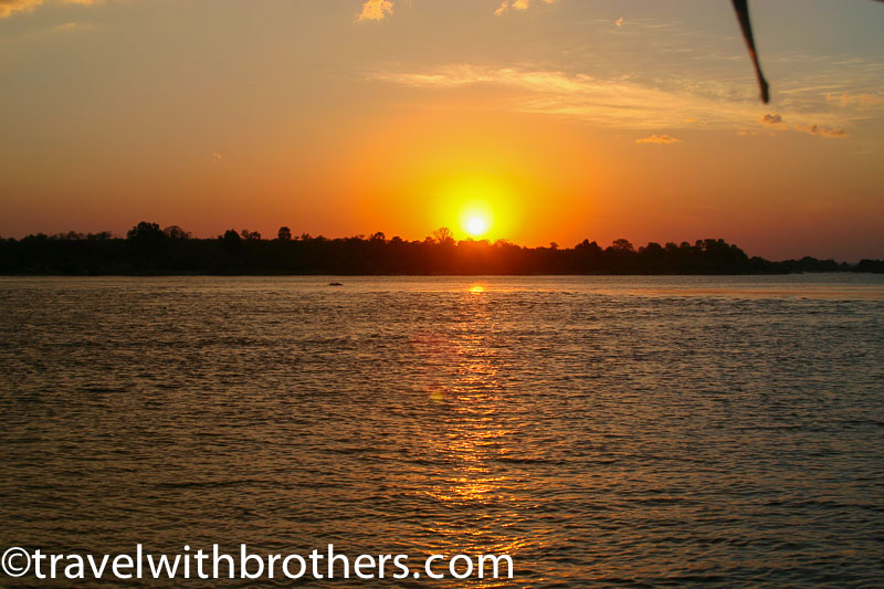 Zimbabwe, Sunset cruise along Zambezi river