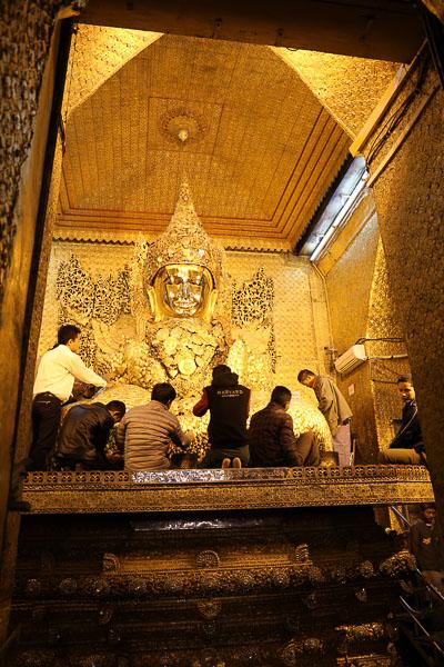 Mandalay, Mahamuni Buddha statue