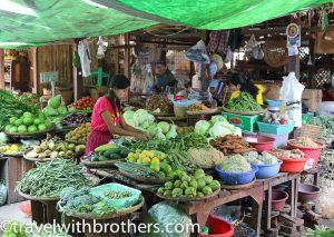 Bagan, venditori al mercato di Nyaung U