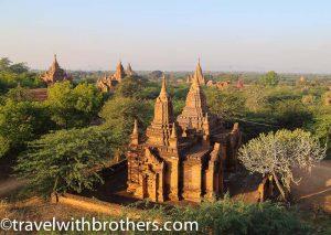 Bagan, veduta su alcuni templi