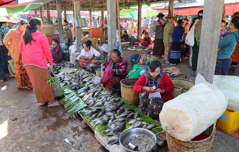 Inle lake rotating market