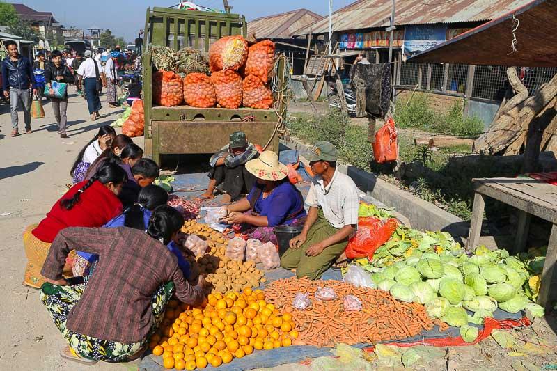 Myanmar, Inle Lake market
