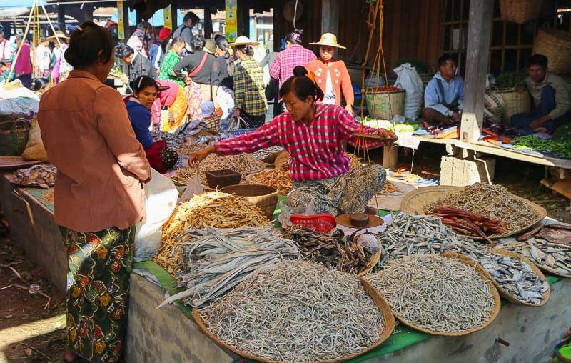 Inle lake rotating market