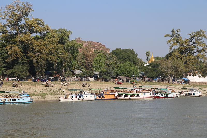 Mandalay surroundings, the Mingun Jetty