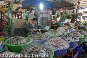 Bancarella di pesce fresco al Mercato