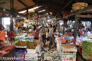 Bancarelle di frutta e verdura al Mercato Russo