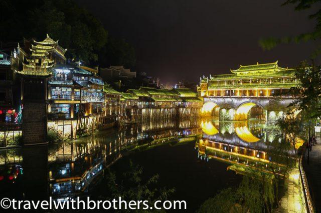Fenghuang, Hongqiao Bridge at night
