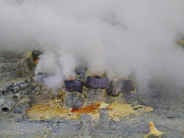 Sulfur gases, Ijen Volcano