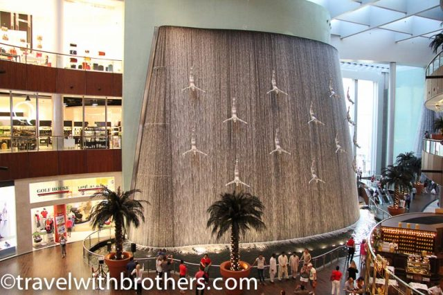 Dubai Mall, the Human waterfall