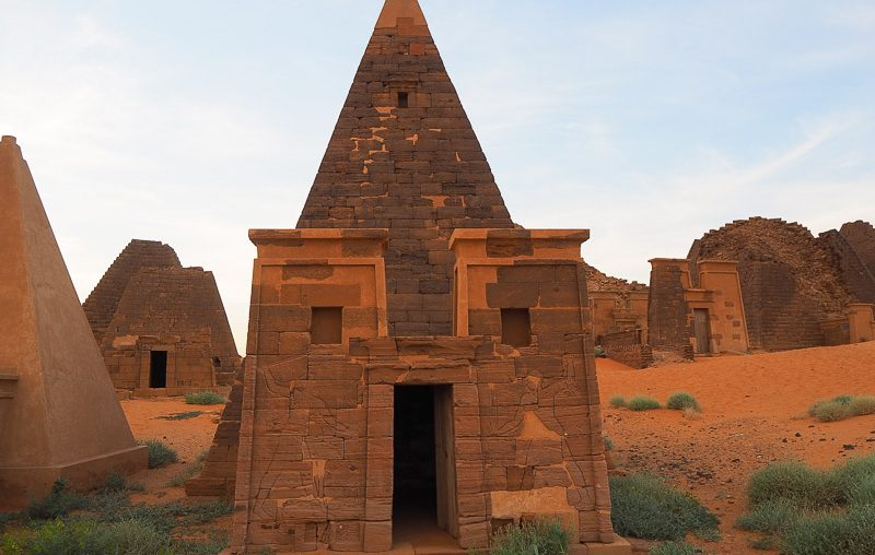 Sudan, the votive chapel with the walls decorated with bas-reliefs