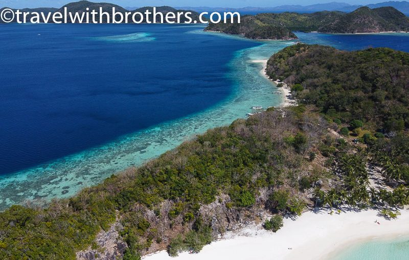 Coron, the clear sea around Malgapuya island