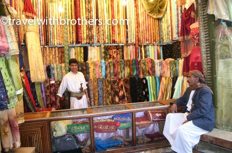 una bottega di tessuti di seta, Suq al Milh