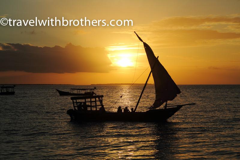 il bellissimo tramonto sulla costa ovest di Zanzibar